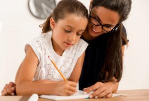 soutien scolaire aider son enfant à faire ses devoirs